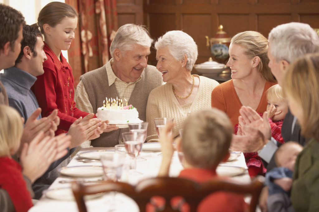 семейные традиции - уважение старшего поколения